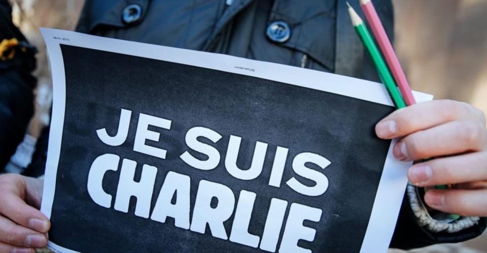 attentato-charlie-hebdo-social